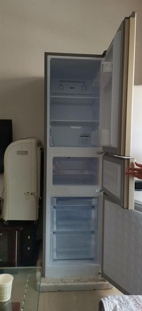 家里两个冰箱,可卖掉一个,左边的买来不久!基本没咋用,左边的是租户的,右边的是房东的,租户搬来之后没...