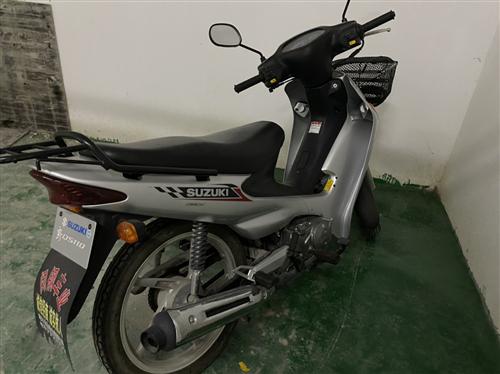 铃木摩托车,9成新。2017年下半年6000元购入,虽然有几年了,但是只跑了四千多千米,车子买了后几...