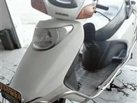 低价出售五羊本田踏板车,车辆七成新,不会烧机油,全部性能完好,动力强劲,比雅马哈更省油,拿来上下班骑...