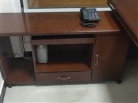 适合公司办公全套桌椅,非常**大气上档次,基本**没有用,现出售。