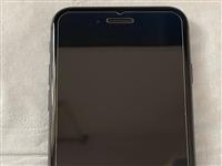 出一個自用蘋果8黑色64G,成色非常新,沒有劃痕,從未摔過,自己三個蘋果手機,使用不是太多,出給有需...