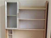 出售书桌一张,150元自提。1.35米床一张(不含床垫),可放1.2米床垫,200元自提。以上价格均...