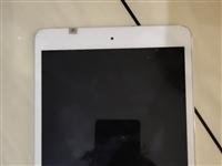 自用iPad mini2    16G,,就是用来看看谱,看看电影,也试过玩游戏吃鸡王者,还挺流畅的...