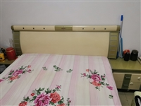 低价出售二手床,1.5*2.0,带原装床垫,带床头厨,仅限自提,13361013164