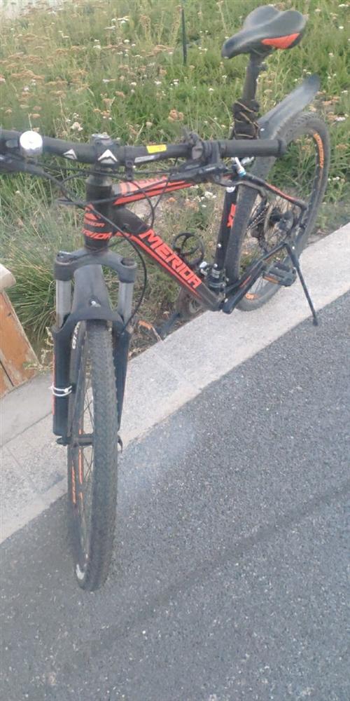 美利达自行车,去年年底买的2500,现900出售。车况没问题,没摔过。就是这两天淋雨链条有点干,上点...