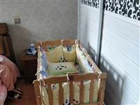 新密自提!婴儿床,用的很少,但是时间长了,肯定不完美,现低价转让,里面的床围和枕头全部赠送,之前买的...