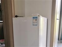 八成新小冰箱。