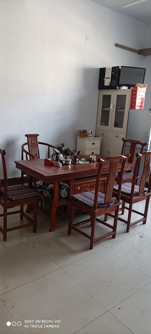 九成新茶桌一套帶5把椅子