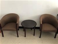 办公室文件柜、一条茶几、一套实木座椅、一套办公座椅。全部低价出售。由于合伙人之间分歧,生意没开业就结...
