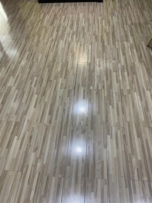 有特色的木地板,有剩余未开封的新品,大概30平方米有意者可与我联系:15593726662