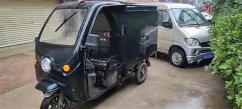 快递电动三轮车出售,换大的了,八成新,能跑70公里左右吧