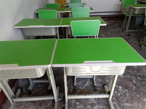 处理部分学生桌椅,可调高度