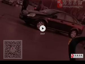 高唐:突�l交通事故,�@��路口�z�又撞了...