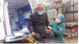 急救!广饶一孤寡残疾老人被急救车接回急诊后...