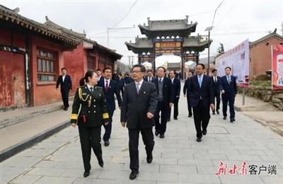 任振鹤带领省政府领导班子在陇南市哈达铺开展党史学习教育现场学习