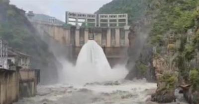 壮观!汉中石门水库今年首次开闸泄洪,汉江水位回升啦