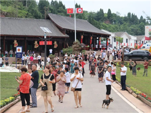 蓬溪某新打造的景区昨日开园,中省市媒体纷纷前来打卡