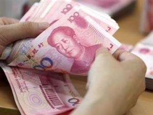 汉中75岁老人拾大量现金银行卡钱包