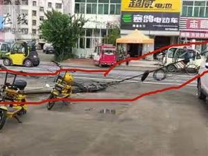 高唐:太危险!线杆断裂砸向路边商铺……