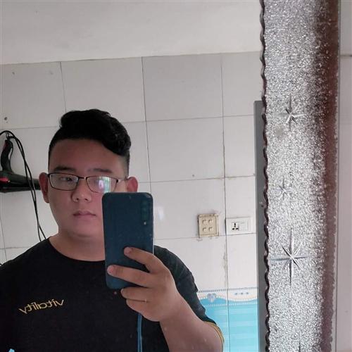 26岁 | 168cm | 高中