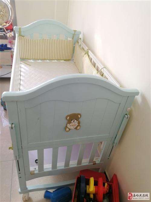 閑置的嬰兒床13993791141
