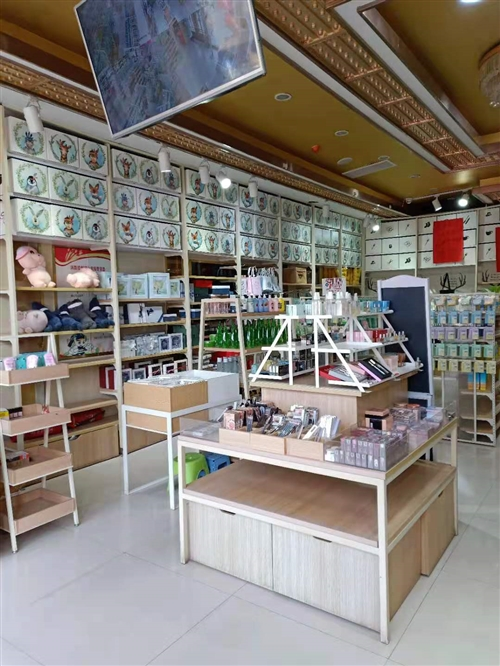 9成新低價處理彩妝臺中島柜日用百貨架子等