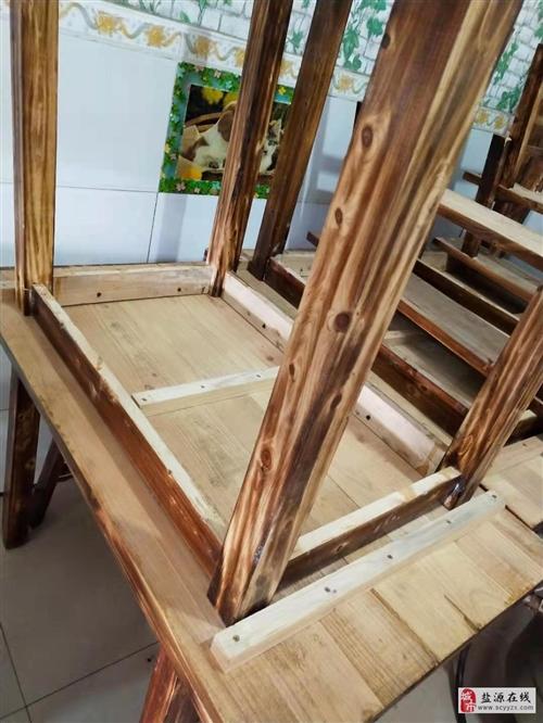 九成新实木桌子板凳便宜处理卖了
