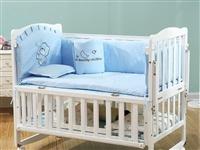 小淘星婴儿床实木原价400多一个,现低价180元转卖,全新从来没用过