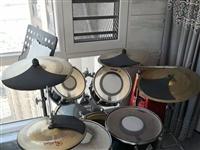 出售2016年购自用的FUNK可调音架子鼓一套。