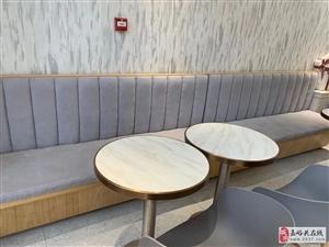 奶茶店99成新桌椅板凳设备转让