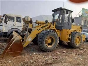 商混车三辆挖掘机一台铲车两台。