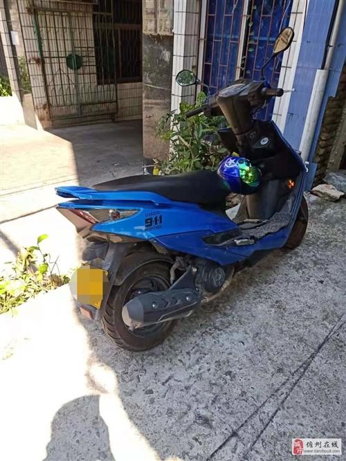 豪爵踏板摩托车