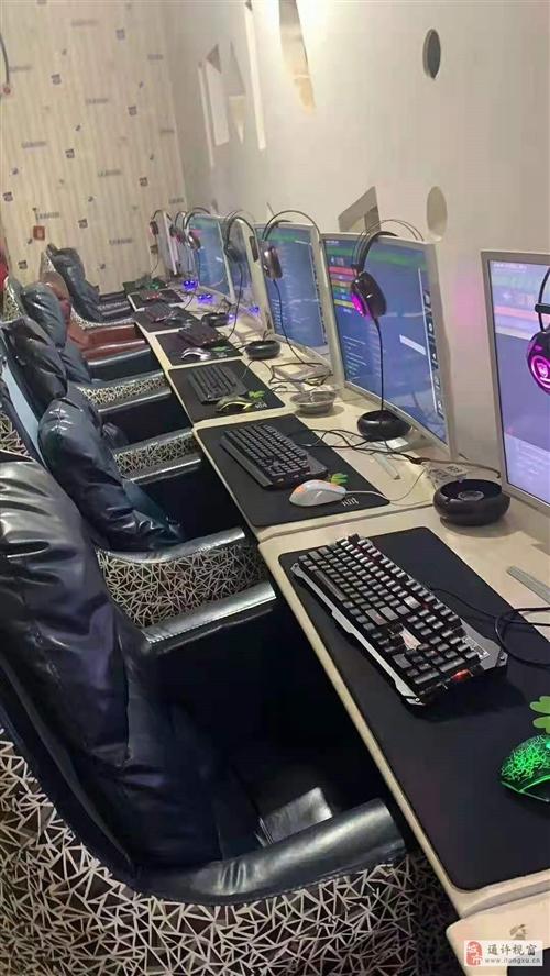 網吧處理沙發桌子、顯示器
