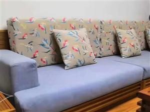 莱柏妮布艺专业定制:沙发套、炕罩、床罩、椅套。