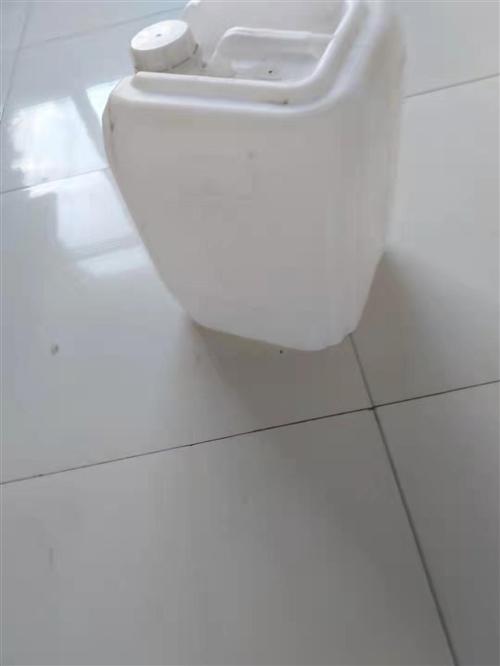 有几十个塑料桶要卖!需要的联系!