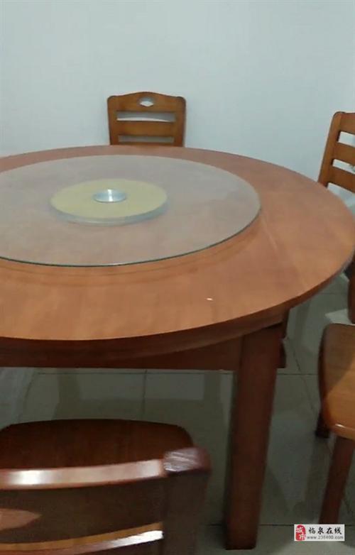 实木餐桌全新还有6把椅子低价处理