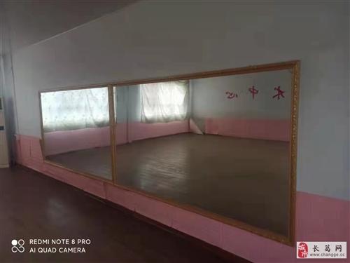 出售原舞蹈班镜子两面,长2.5米高1.5米