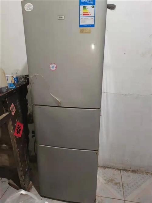 转让一台冰箱,低价转让600,三门的,正常使用!