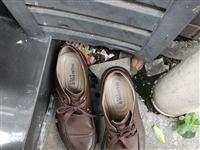 """【网友爆料】在富顺这儿""""丢""""了鞋的顾客,快来把您扔掉的鞋捡回去!"""