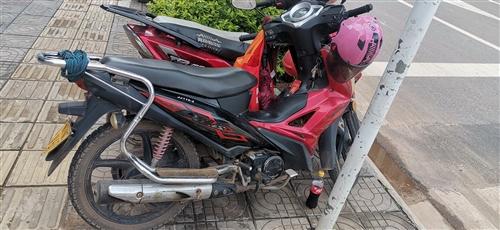 有牌有证弯梁摩托车换电瓶车