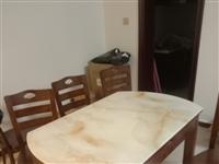 **1.35米大理石胡桃色实木餐桌,六张实木座凳。1388自拉
