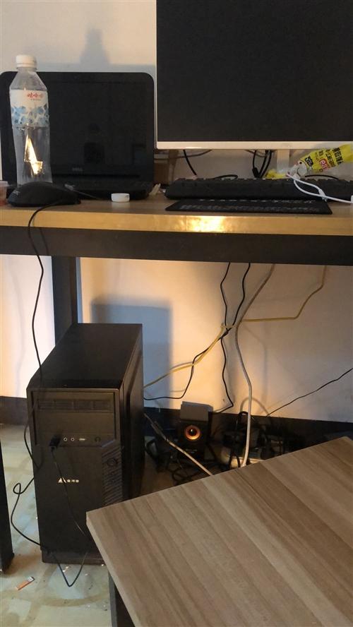 一套台式电脑,1300低价出售。