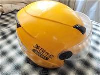 美团外卖三件套(冬盔、冲锋衣、餐箱)冬盔是旧的,主要是保暖;冲锋衣没穿过;餐箱是大号的,也是一次都没...