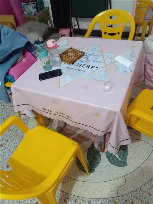四凳一桌!