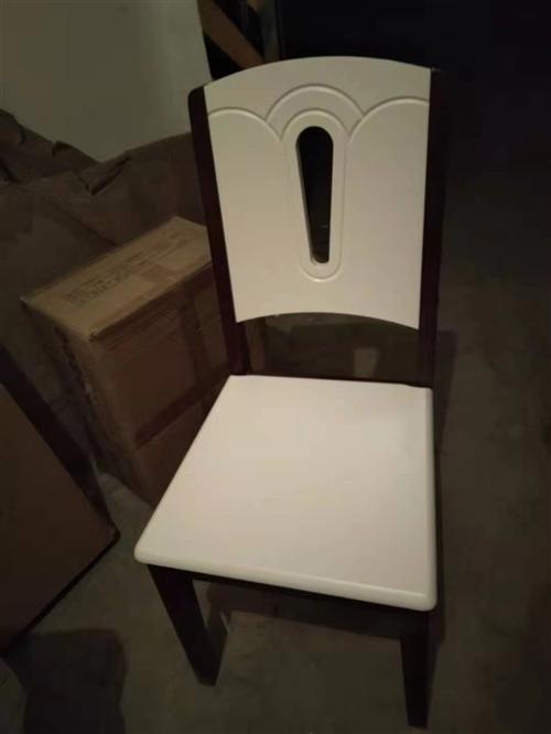 **实木餐椅四把,库存商品低价处理
