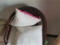 3个藤椅加抱枕,八成新,100元,单卖价格面议