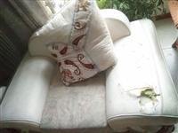陈述事实:沙发使用了7年,结构完好,只有皮质部分被小孩戳破了(图片),海绵都是完好的。400元出让不...