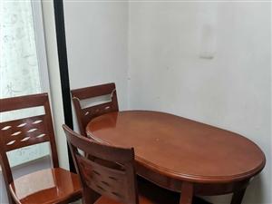 ��木餐桌,一桌四椅,便宜出售