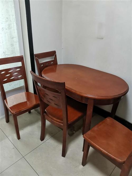 实木餐桌,一桌四椅,便宜出售