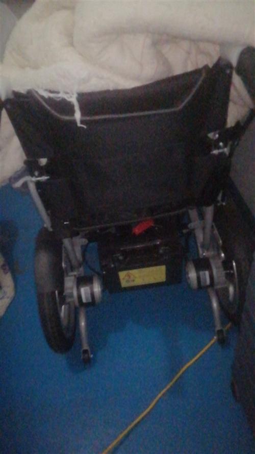 电动轮椅9.9成新没骑过就试了一下放了一个多月  地址:安徽省阜阳市颖泉区商贸城泉水湾花园